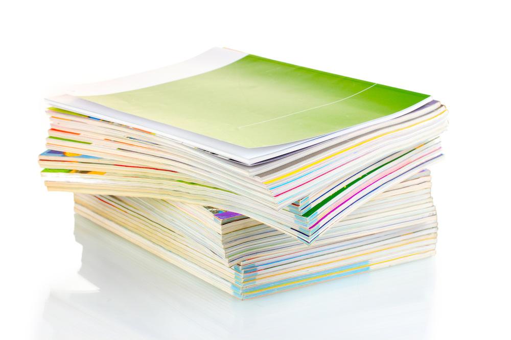 Zeitschriftenstapel: Content Marketing ist zunächst Medienneutral, es kann die Basis für Printformate ebenso wie für neue Medienformate bieten